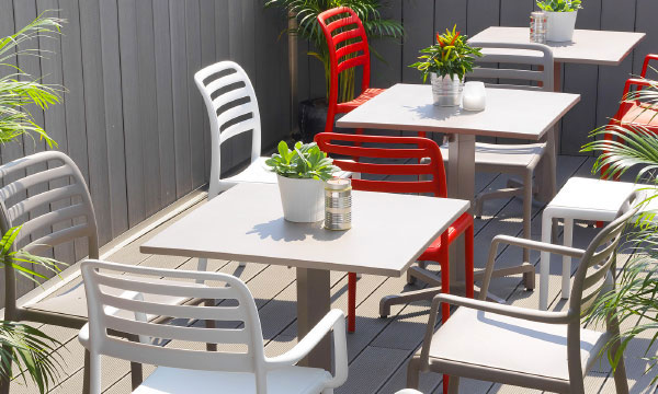 Je meubles mobilier pour restaurants collectivit s bars brasseries plages discoth ques for Meubles de terrasse design